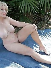 Voluptuous mature dame baring it all on camera