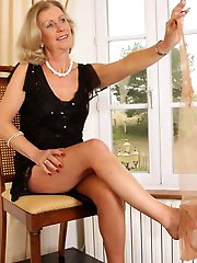 Dissolute MILF seems excited
