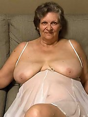 HQ experienced momma posing undressed on cam