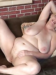 Lustful mature granny showing her sexy lines